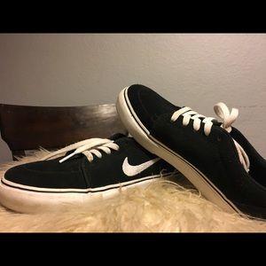 Nike satire skater shoes,